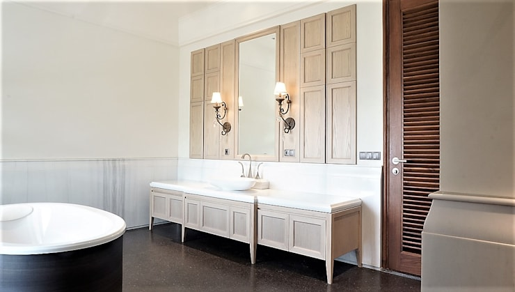 Master Bathroom 1:  Bathroom by ARF interior