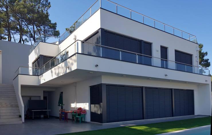 Moradia Buarcos: Casas minimalistas por Escala Absoluta