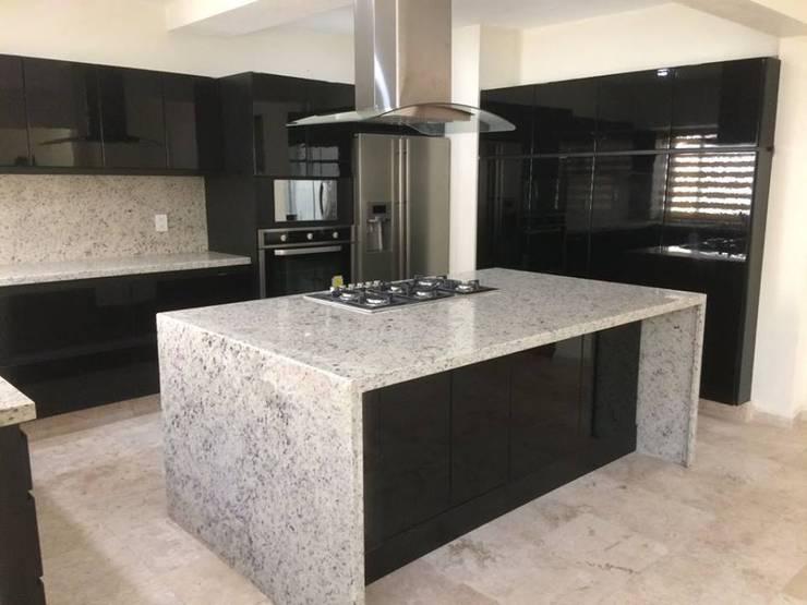 Cocinas equipadas de estilo  por EL DIVÁN Arquitectura & Diseño de Interiores