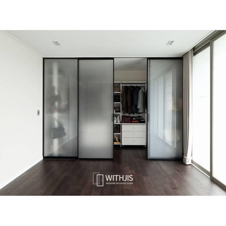 ALU-SD - 2SD+2FIX(슬라이딩 도어2 + 고정창2): WITHJIS(위드지스)의  드레스 룸,모던 알루미늄 / 아연