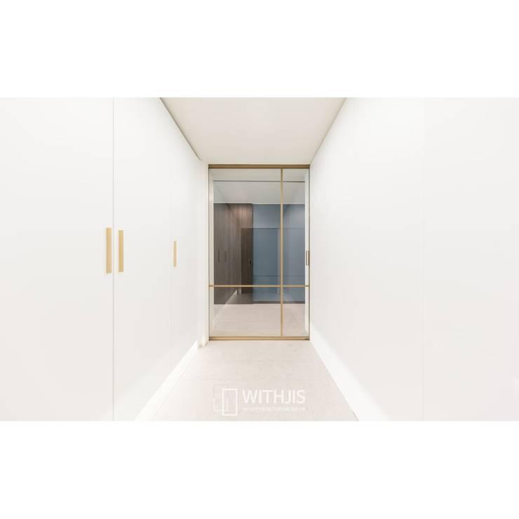 Pasillos y vestíbulos de estilo  de WITHJIS(위드지스)