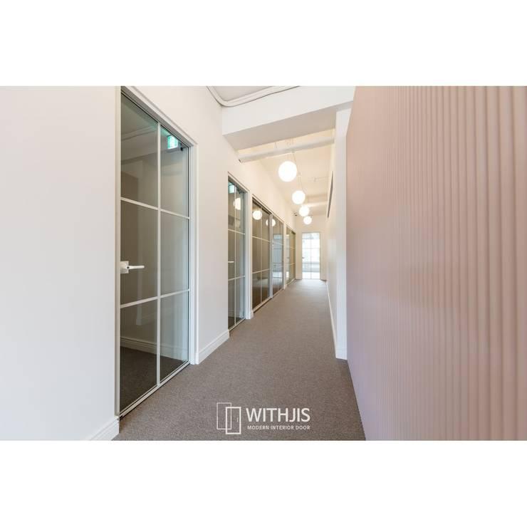 Edificios de oficinas de estilo  de WITHJIS(위드지스)