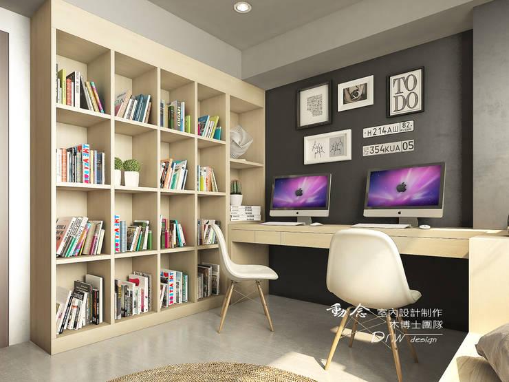 書房/書櫃/臥室/輕工業風:  書房/辦公室 by 木博士團隊/動念室內設計制作