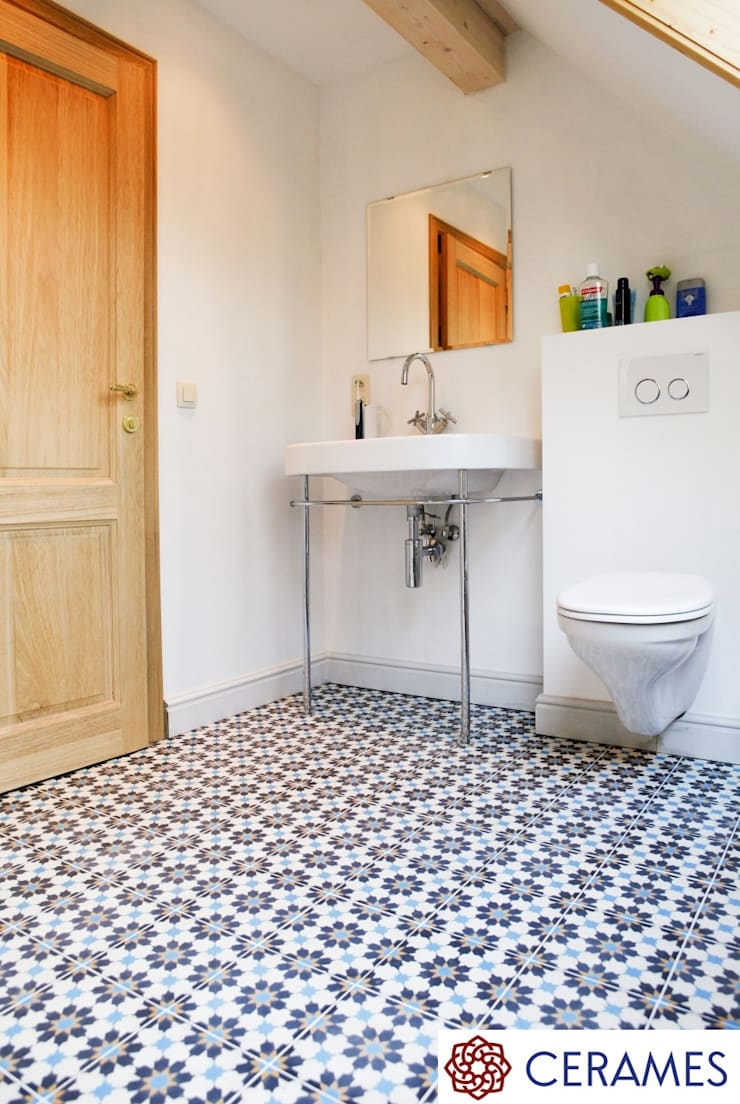 Urokliwa Podłoga Z Płytek Hiszpańskich W łazience