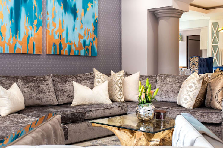 Savanna Hills Estate :  Living room by House of Gargoyle
