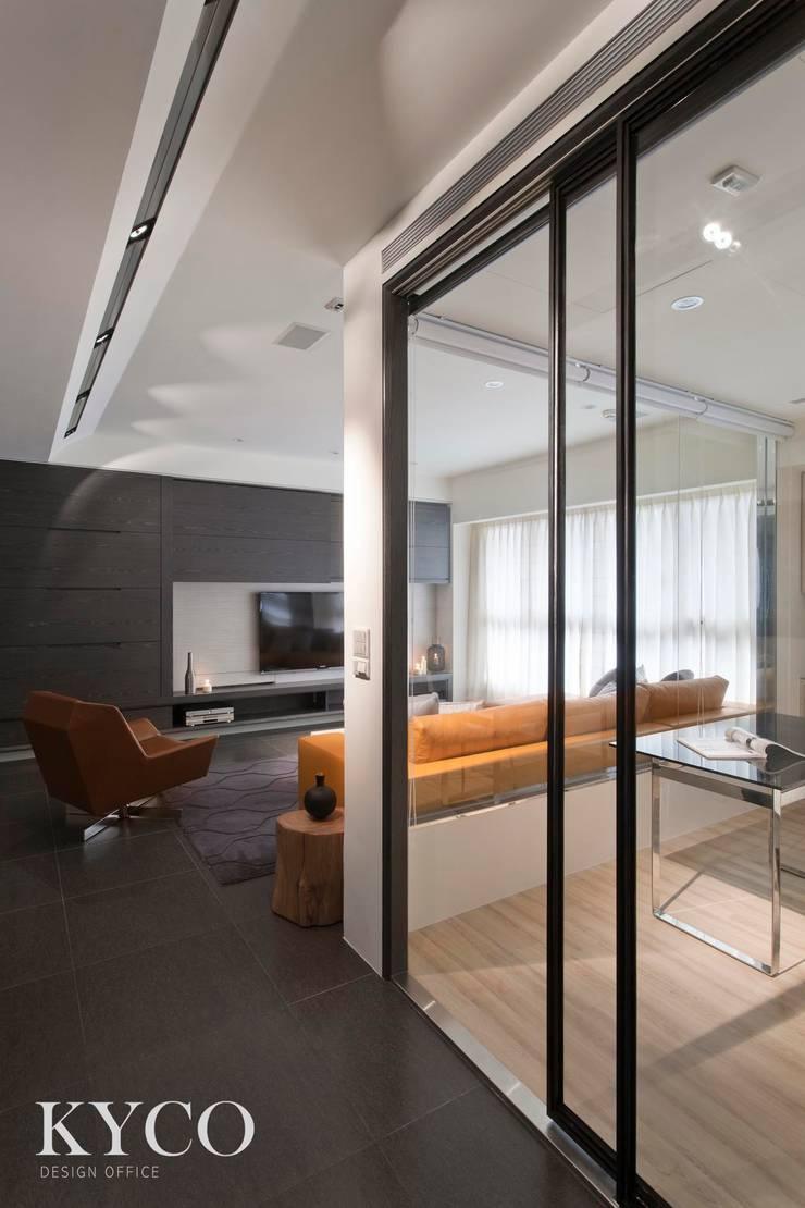 書房區:  飯店 by 芮晟設計事務所