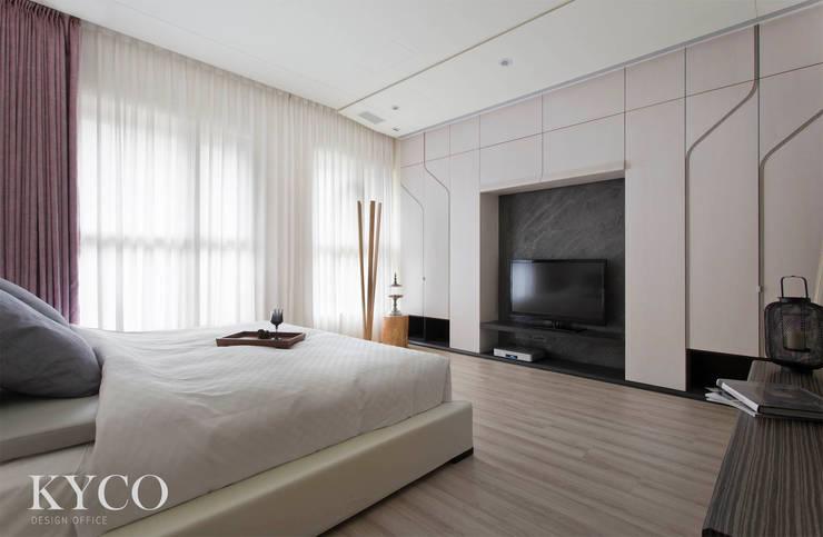 臥室:  飯店 by 芮晟設計事務所