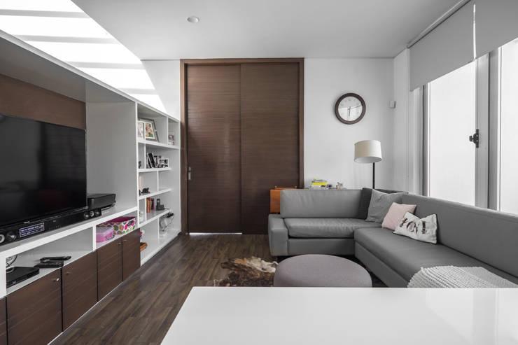 Casa Al Villa: Salas de estilo  por TaAG Arquitectura