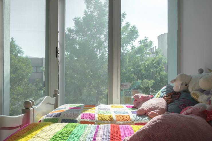 Casa Al Villa: Recámaras de estilo minimalista por TaAG Arquitectura