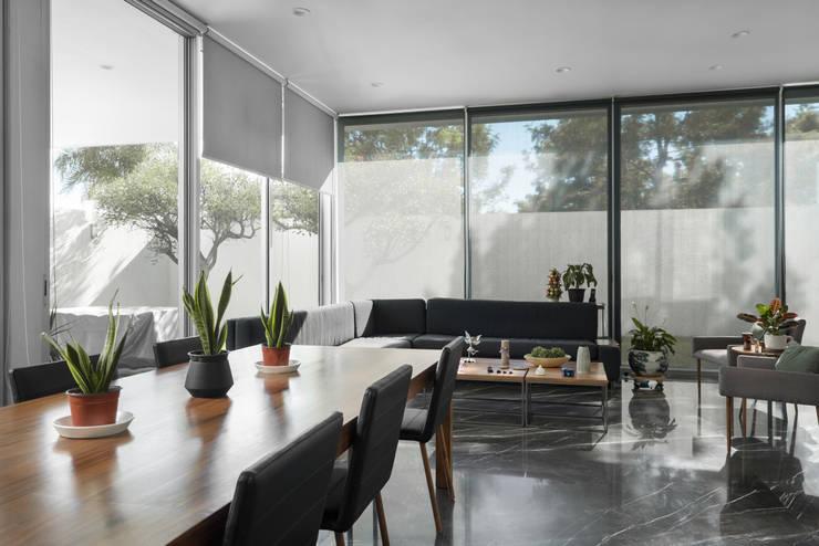 Casa Al Villa: Comedores de estilo minimalista por TaAG Arquitectura