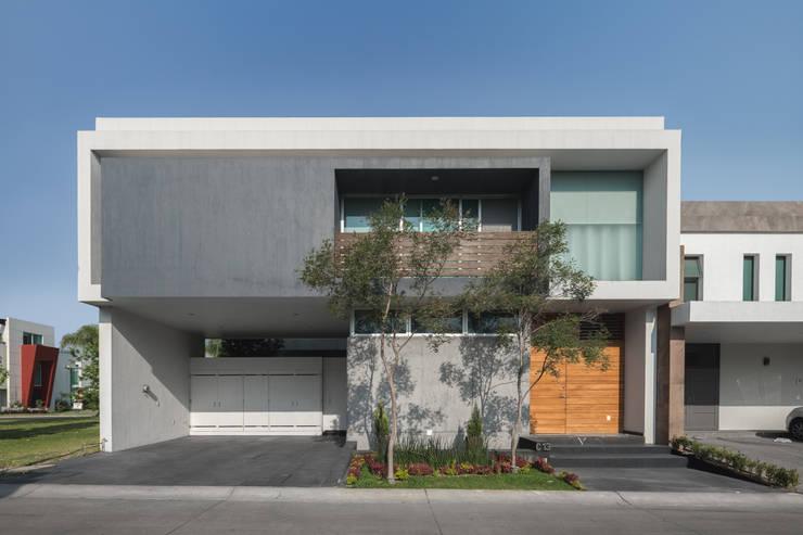 Casa Al Villa: Casas de estilo minimalista por TaAG Arquitectura
