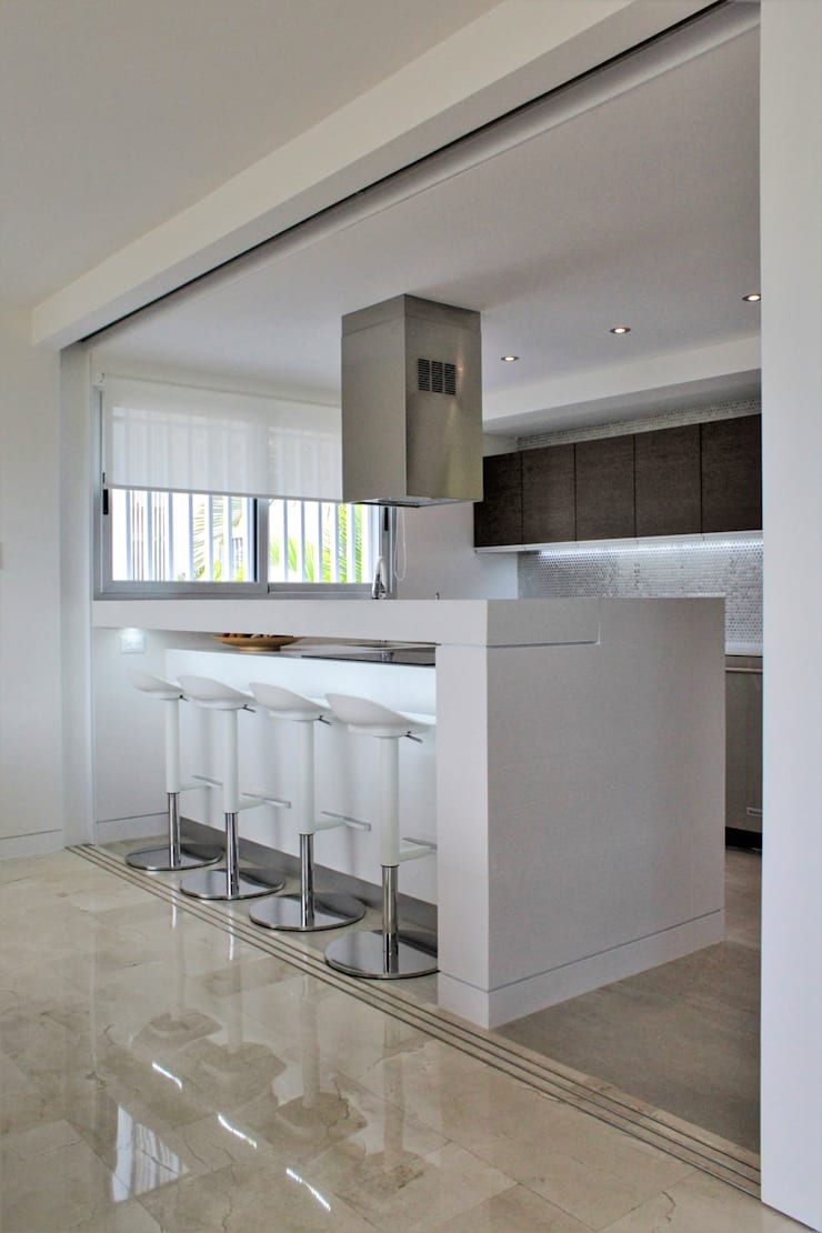 Apartamento en Chulavista: Cocinas de estilo  por RRA Arquitectura