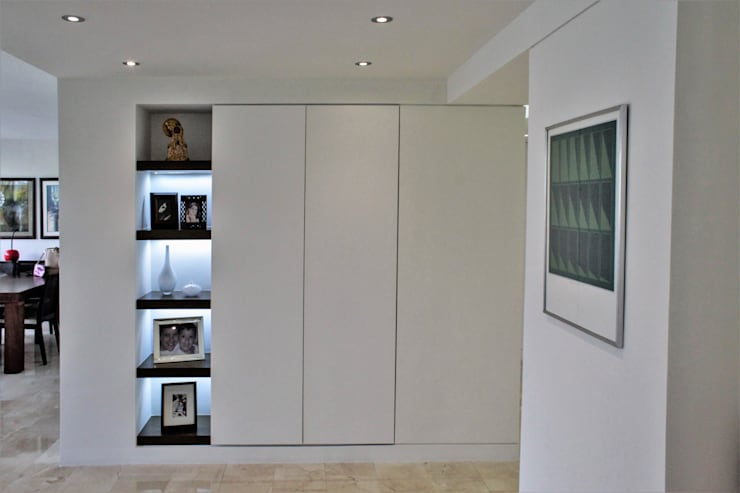 Apartamento en Chulavista: Salas / recibidores de estilo  por RRA Arquitectura
