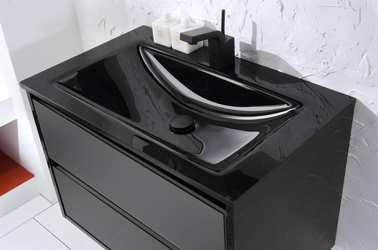 Loto 39 particolare: Bagno in stile in stile Moderno di FALEGNAMERIA ADRIATICA S.r.l.