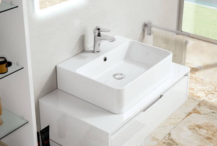 Trevi 03 particolare: Bagno in stile  di FALEGNAMERIA ADRIATICA S.r.l.