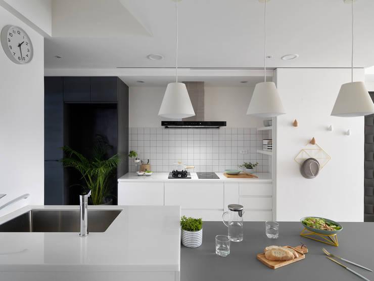 白色畫布:  廚房 by 寓子設計