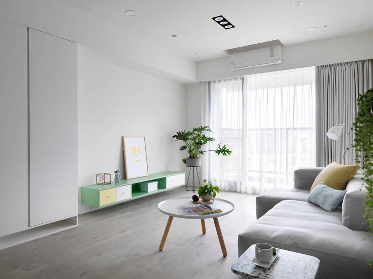 白色畫布:  客廳 by 寓子設計