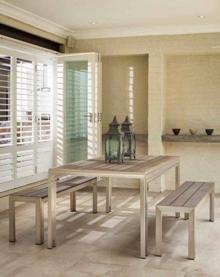 Patio / Braai Area:   by Deborah Garth Interior Design