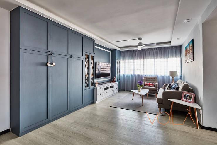 44 Marina Crescent - Modern Classic :  Living room by VOILÀ Pte Ltd