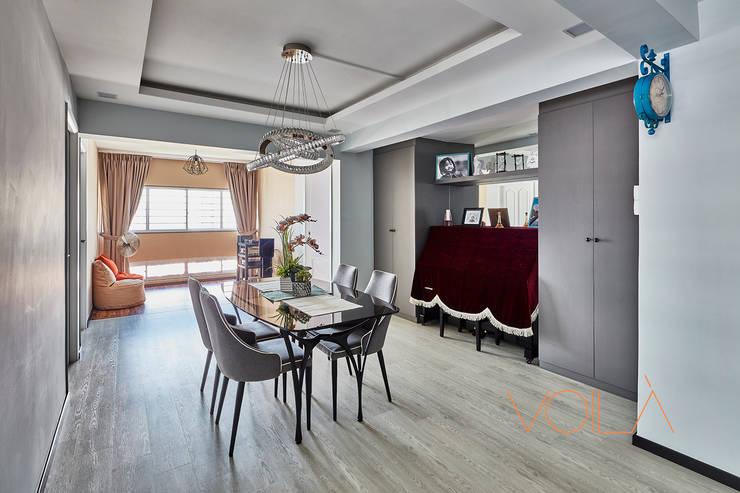 44 Marina Crescent—Modern Classic :  Living room by VOILÀ Pte Ltd