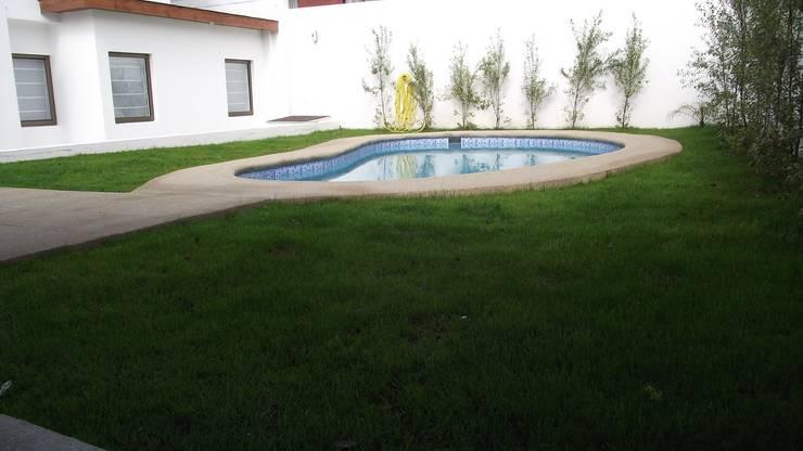 DISEÑO VIVIENDA MAC 220: Piscinas de estilo  por Territorio Arquitectura y Construccion - La Serena