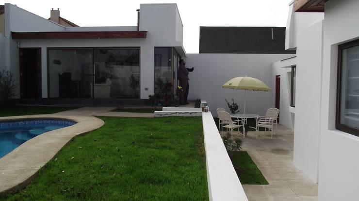 DISEÑO VIVIENDA MAC 220: Antejardines de estilo  por Territorio Arquitectura y Construccion - La Serena