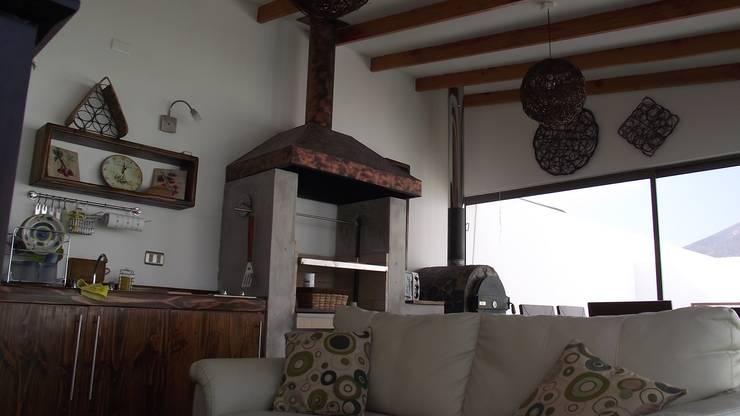 DISEÑO VIVIENDA MAC 220: Livings de estilo moderno por Territorio Arquitectura y Construccion