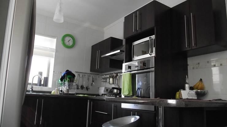 DISEÑO VIVIENDA MAC 220: Cocinas equipadas de estilo  por Territorio Arquitectura y Construccion - La Serena