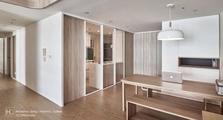 無印良品風格打造的居家環境:  餐廳 by SECONDstudio