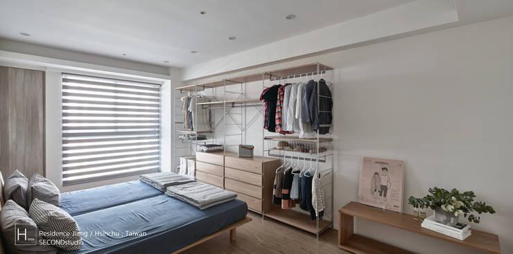 無印良品風格打造的居家環境:  臥室 by SECONDstudio