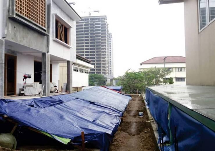 design dan renovasi fasade at fatmawati jakarta selatan:   by Aray Interindo