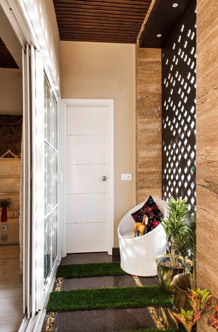 Divine Villa:  Garden Shed by VB Design Studio