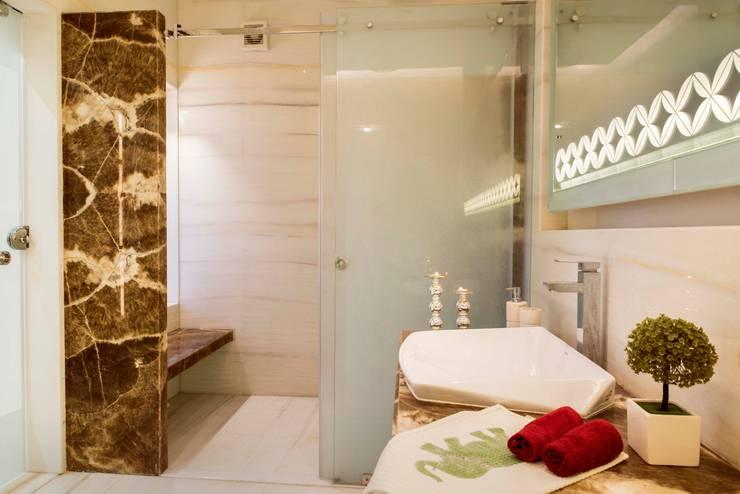 Divine Villa:  Bathroom by VB Design Studio