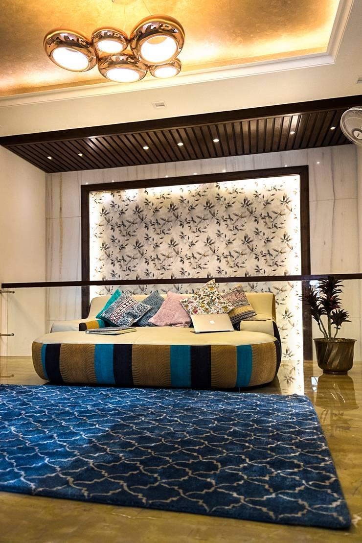 Divine Villa:  Corridor & hallway by VB Design Studio