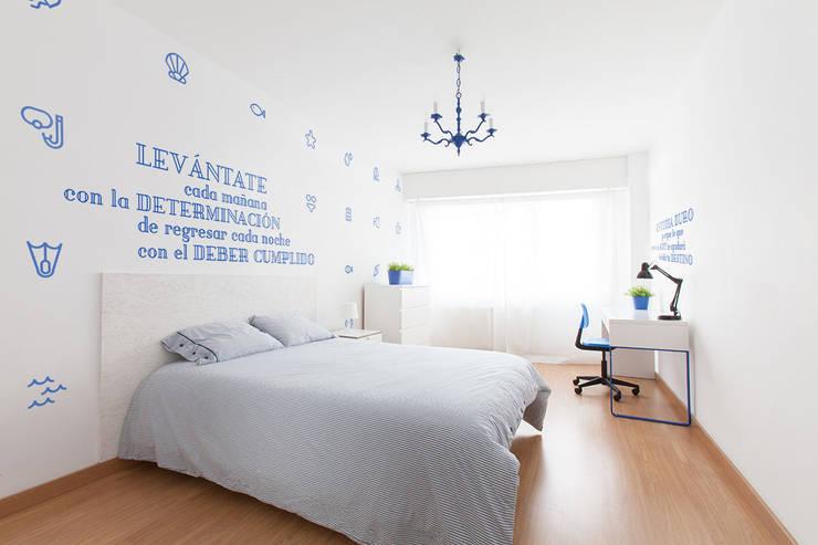 Reforma integral para un estudio de estudiantes en A Coruña: Comedores de estilo moderno de Imaisdé Design Studio