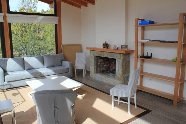 Hogar: Livings de estilo  por Aguirre Arquitectura Patagonica,