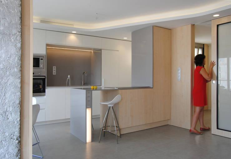 Puertas y ventanas de estilo moderno por Loft26