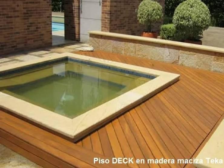 DECK EN TECA : Piscinas de estilo  por TECAS Y MADERAS DE COLOMBIA SAS, Clásico