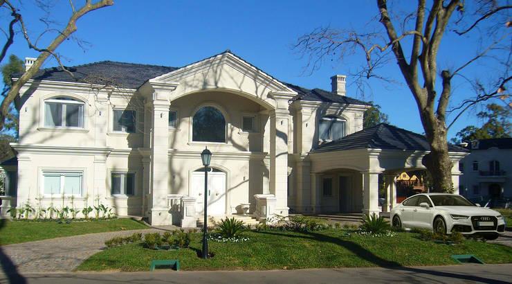 Casa Abril Club de Campo: Casas de estilo  por ARQCONS Arquitectura & Construcción,