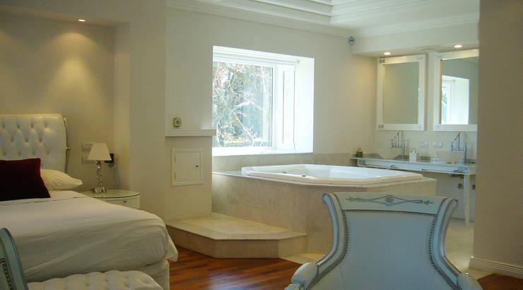 Casa Abril Club de Campo: Baños de estilo  por ARQCONS Arquitectura & Construcción,