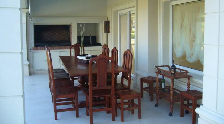 Casa Abril Club de Campo: Livings de estilo  por ARQCONS Arquitectura & Construcción,