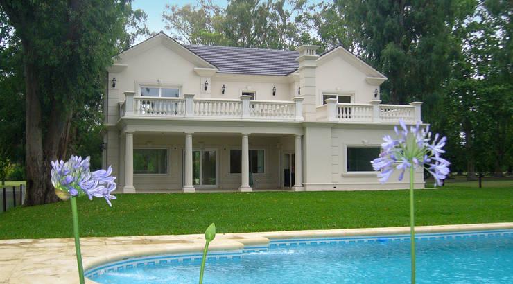 Casa Abril Club de Campo: Piletas de estilo  por ARQCONS Arquitectura & Construcción,