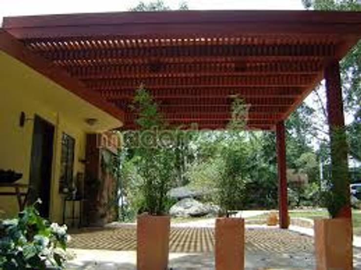PERGOLAS EN AMDERA : Casas de estilo  por TECAS Y MADERAS DE COLOMBIA SAS