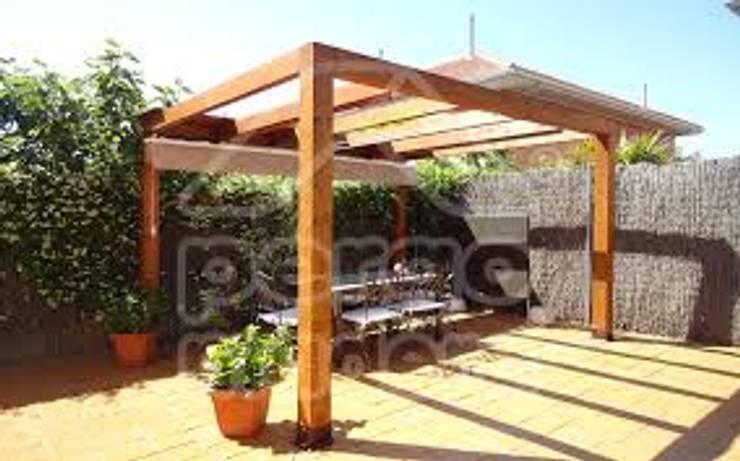 PERGOLAS EN AMDERA : Jardines de estilo  por TECAS Y MADERAS DE COLOMBIA SAS
