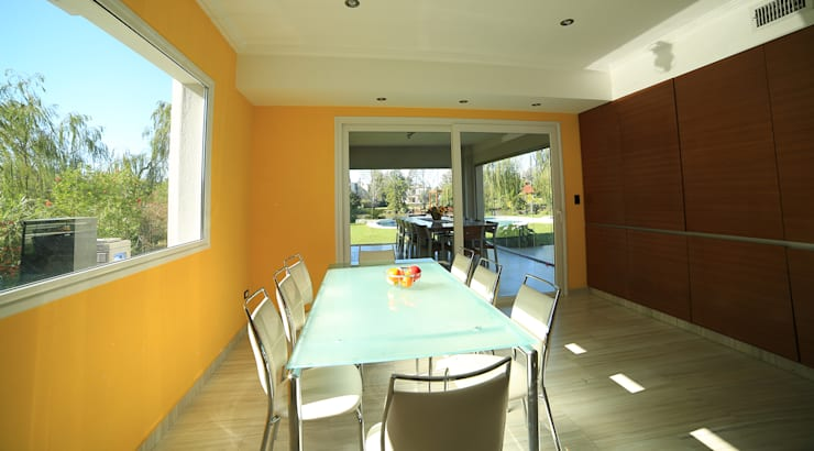 Dining room by ARQCONS Arquitectura & Construcción