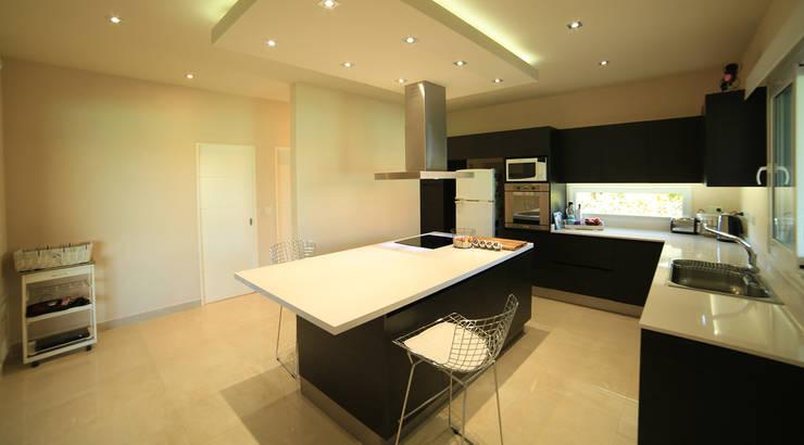 Кухня by ARQCONS Arquitectura & Construcción