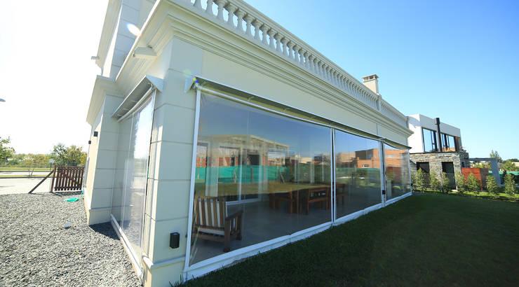 Casa Ayres Plaza: Jardines de invierno de estilo  por ARQCONS Arquitectura & Construcción