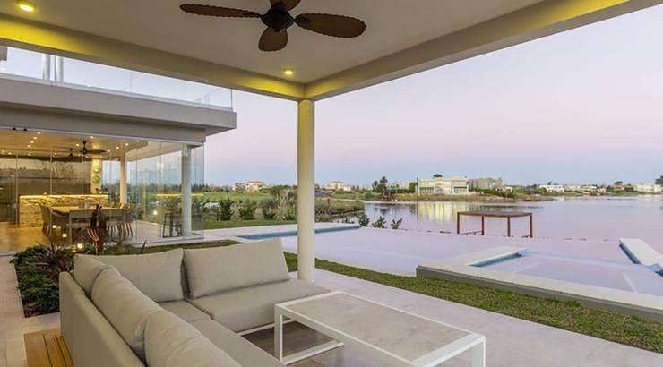 Casa La Reserva Cardales: Quinchos de estilo  por ARQCONS Arquitectura & Construcción