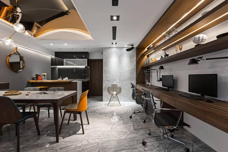 質感辦公空間:  書房/辦公室 by 京彩室內設計裝修工程公司