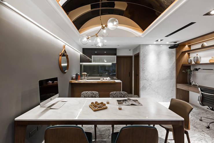 會議洽談區:  書房/辦公室 by 京彩室內設計裝修工程公司